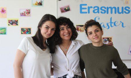Студенти от 14 държави почетоха българските традиции на Велики четвъртък