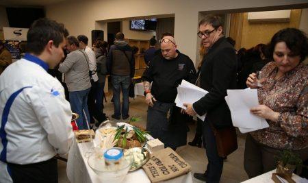 """Студенти поставиха началото на кулинарното изложение """"Food Innovation Exhibition"""" във ВУМ"""